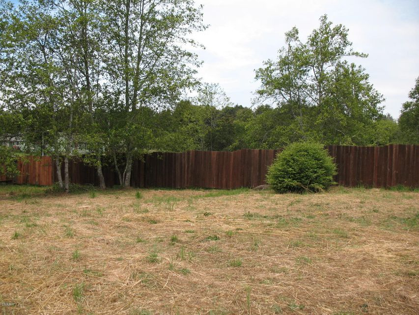 Additional photo for property listing at 1401 E Oak Street 1401 E Oak Street Fort Bragg, California 95437 Estados Unidos