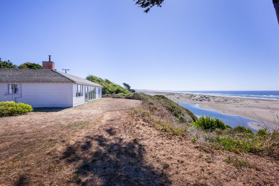 Single Family Home for Sale at 29100 Ca-1 29100 Ca-1 Fort Bragg, California 95437 United States