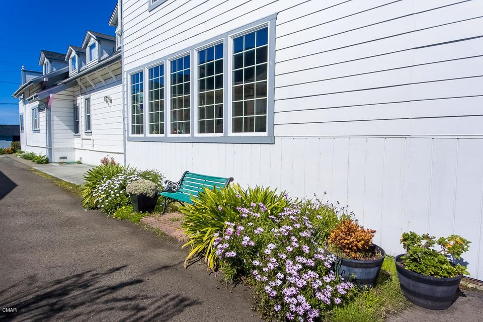Additional photo for property listing at 726 N Main Street 726 N Main Street Fort Bragg, California 95437 Estados Unidos