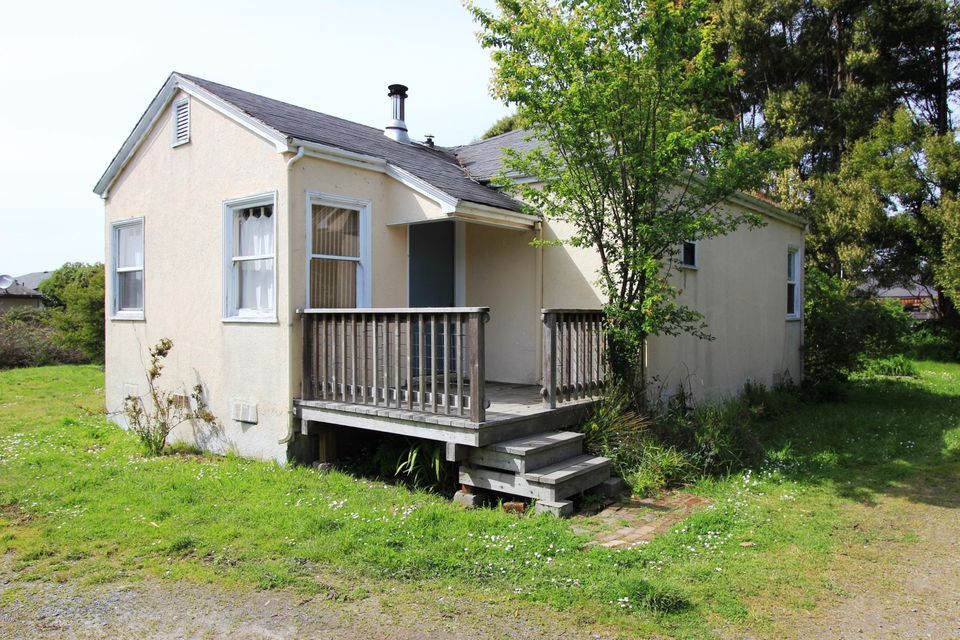 Casa Unifamiliar por un Venta en 1063 E Chestnut Street 1063 E Chestnut Street Fort Bragg, California 95437 Estados Unidos