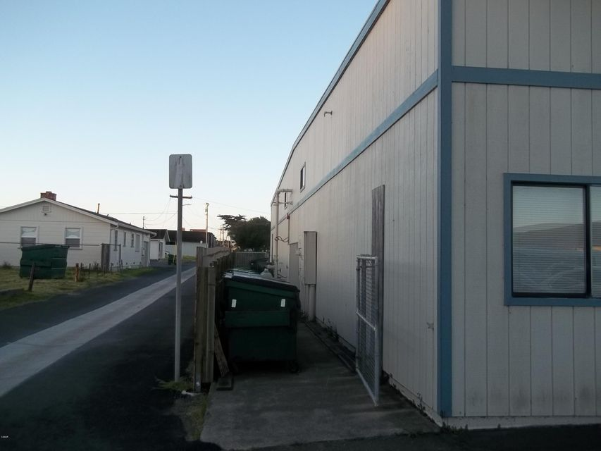 Additional photo for property listing at 880 Stewart Street 880 Stewart Street Fort Bragg, California 95437 United States