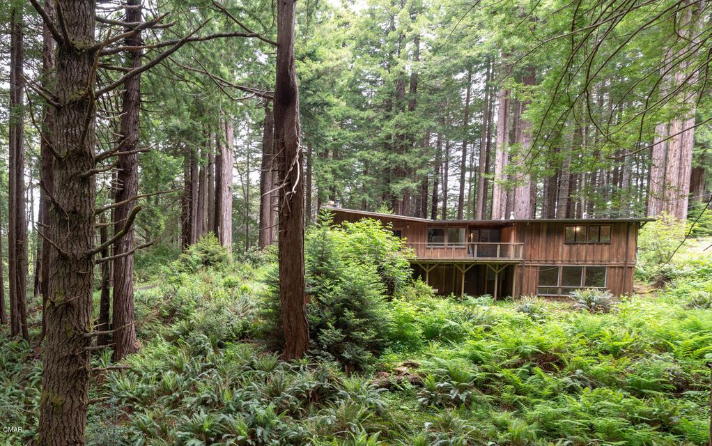 Single Family Home for Sale at 32700 Middle Ridge Road 32700 Middle Ridge Road Albion, California 95410 United States