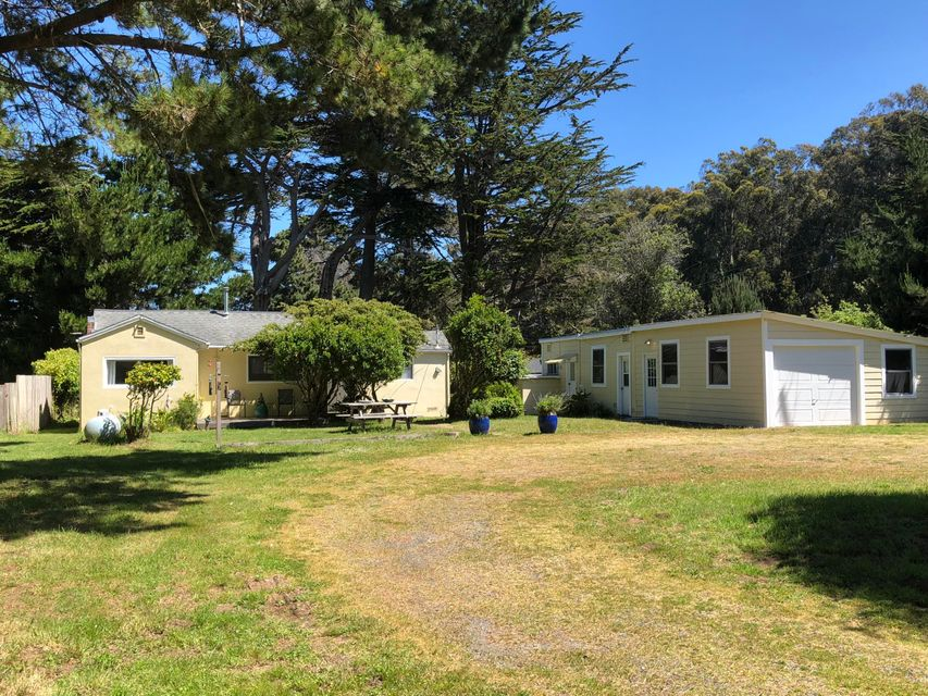 Single Family Home for Sale at 32600 Airport Road 32600 Airport Road Fort Bragg, California 95437 United States