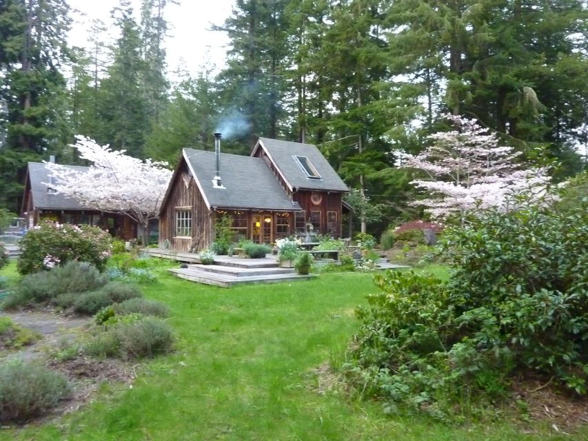 Single Family Home for Sale at 8085 Outlaw Springs Road 8085 Outlaw Springs Road Mendocino, California 95460 United States
