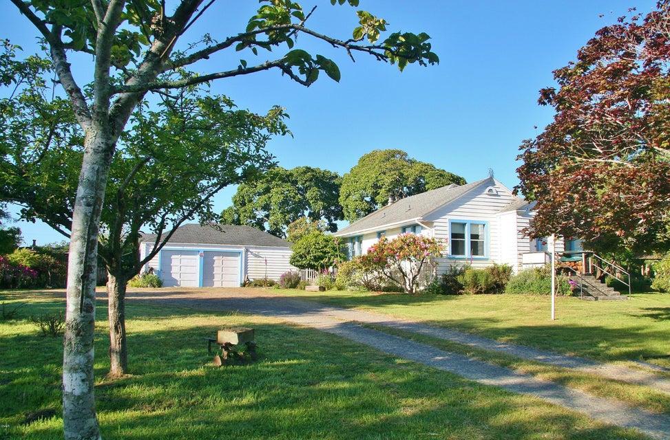 Casa Unifamiliar por un Venta en 1336 Cedar Street 1336 Cedar Street Fort Bragg, California 95437 Estados Unidos