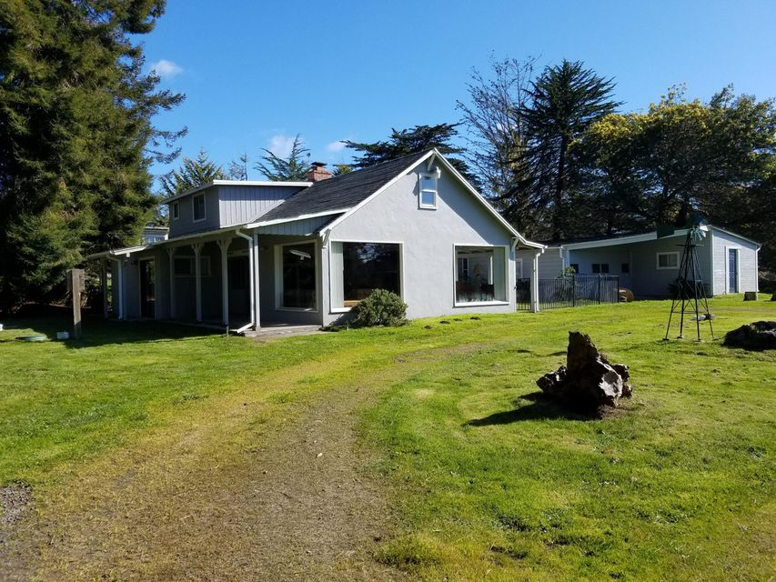 Casa Unifamiliar por un Venta en 23611 N Highway 1 23611 N Highway 1 Fort Bragg, California 95437 Estados Unidos