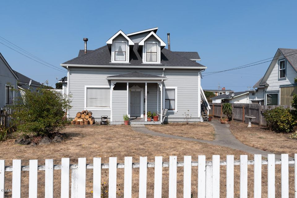 Single Family Home for Sale at 627 Stewart Street 627 Stewart Street Fort Bragg, California 95437 United States