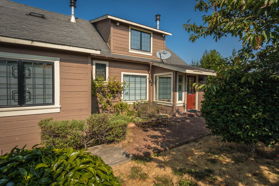 Single Family Home for Sale at 27917 State Hwy 20 27917 State Hwy 20 Fort Bragg, California 95437 United States