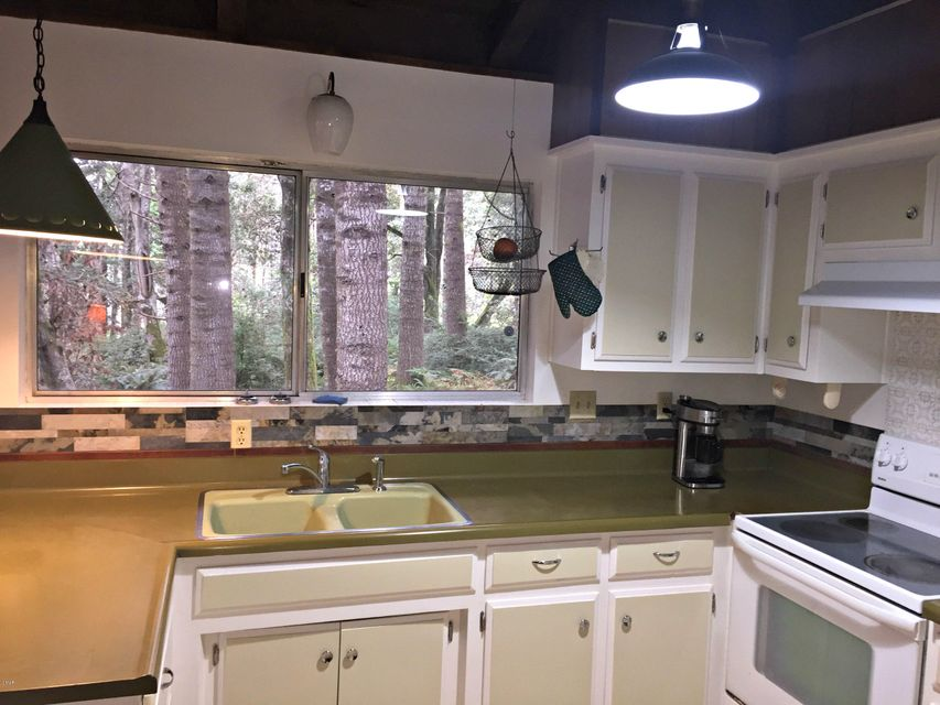 Additional photo for property listing at 26360 Blueberry Hill Road 26360 Blueberry Hill Road Fort Bragg, California 95437 United States