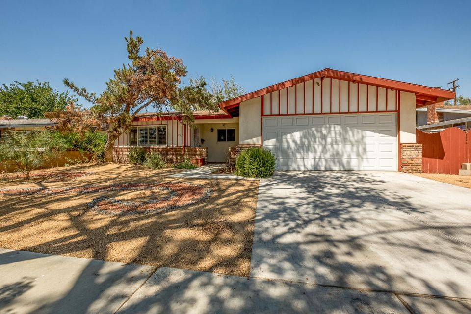 823 E Oldfield Street, Lancaster, California