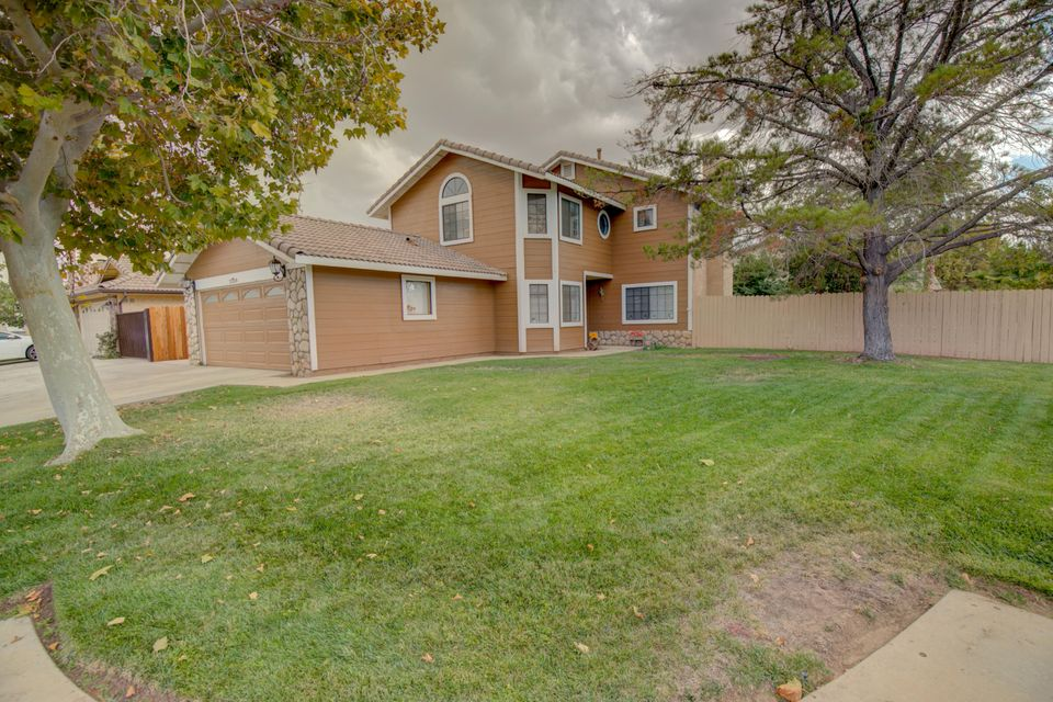 2328  Oakcrest Avenue, Palmdale in Los Angeles County, CA 93550 Home for Sale