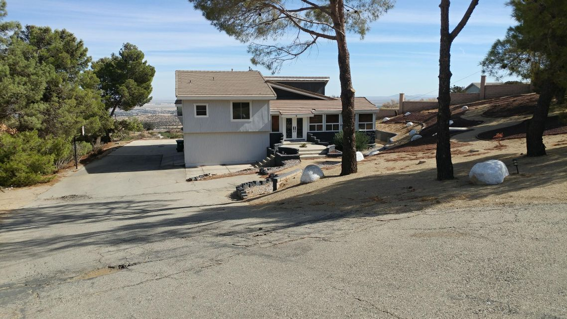 1125  Lakeview Drive, Palmdale, California
