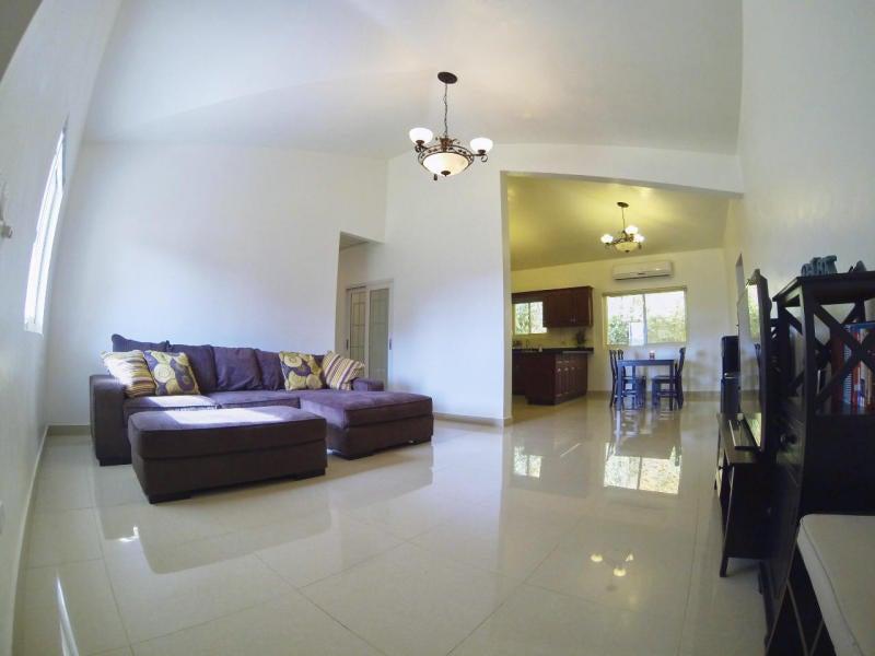 Casa Unifamiliar por un Alquiler en 136 Peperu Street 136 Peperu Street Mongmong, Grupo Guam 96910