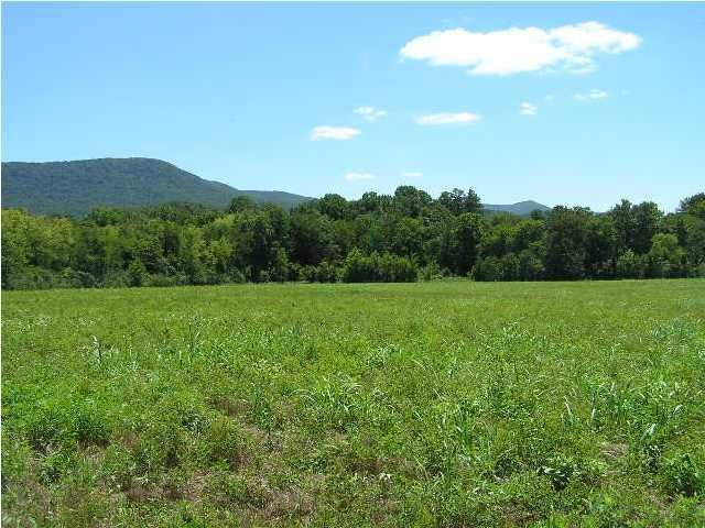 Photo of home for sale at 201 Lower East Valley, Pikeville TN