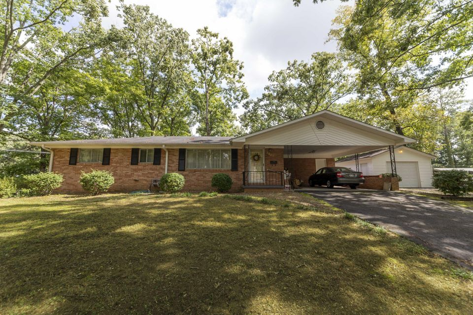 Photo of home for sale at 2220 Glenwood NW, Cleveland TN