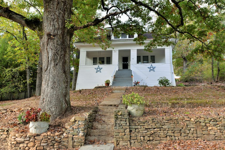 609 W Sunset Rd, Lookout Mountain, TN 37350