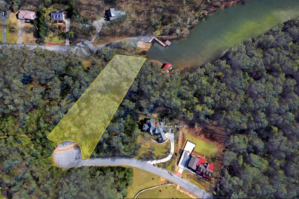 Photo of home for sale at 2008 River Bluff, Hixson TN