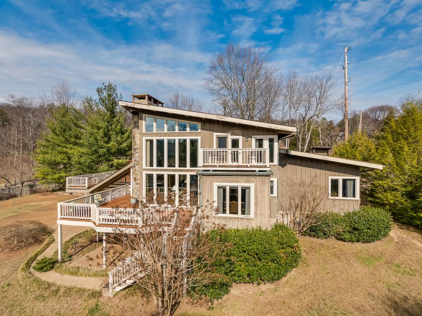507 S Scenic Hwy, Lookout Mountain, TN 37350