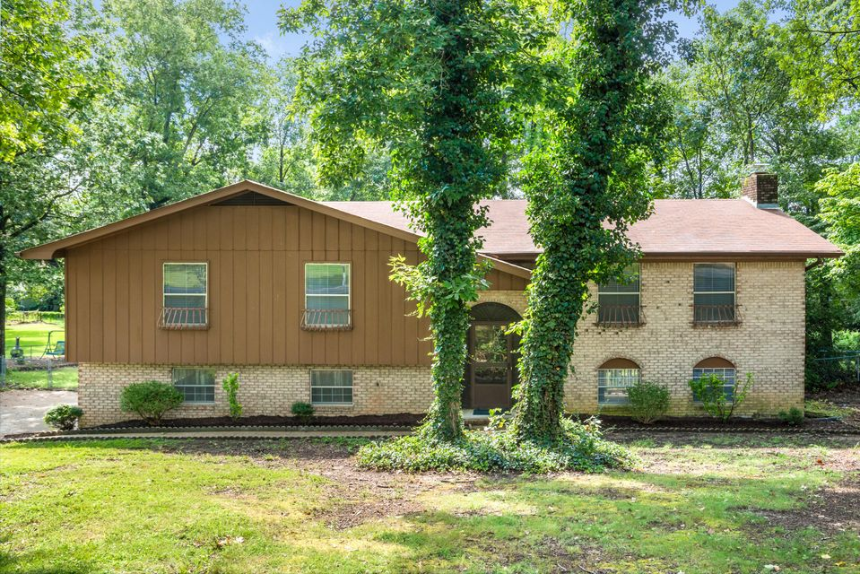 Photo of home for sale at 2306 Haven Crest, Chattanooga TN