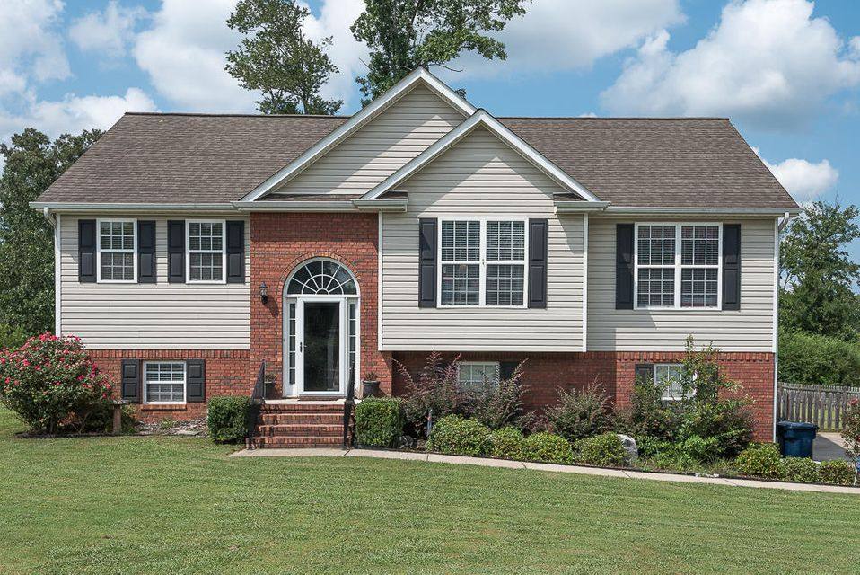 Photo of home for sale at 50 Glass Mill Pointe, Chickamauga GA