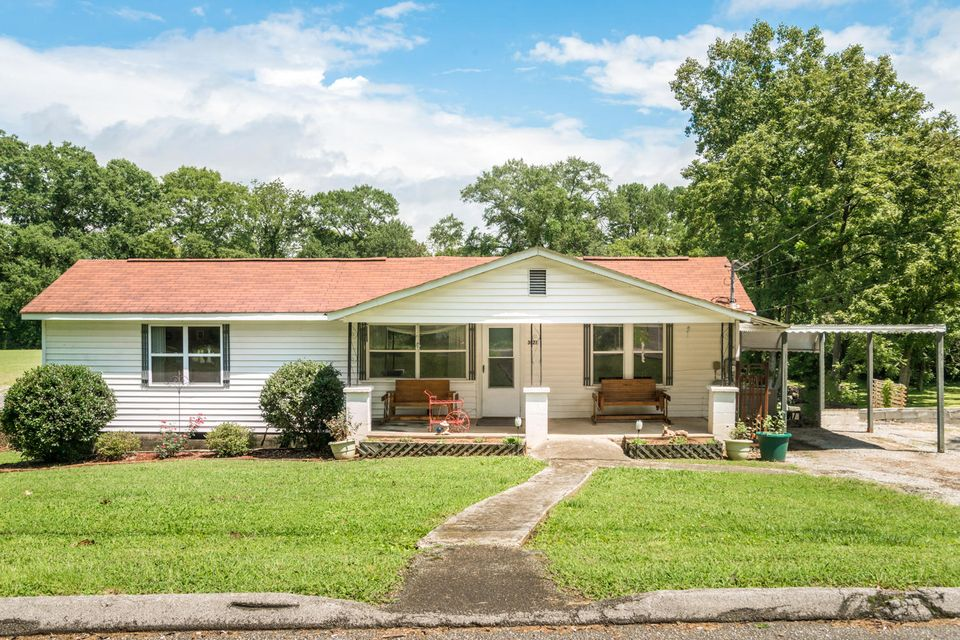 Photo of home for sale at 3927 Grace, Chattanooga TN
