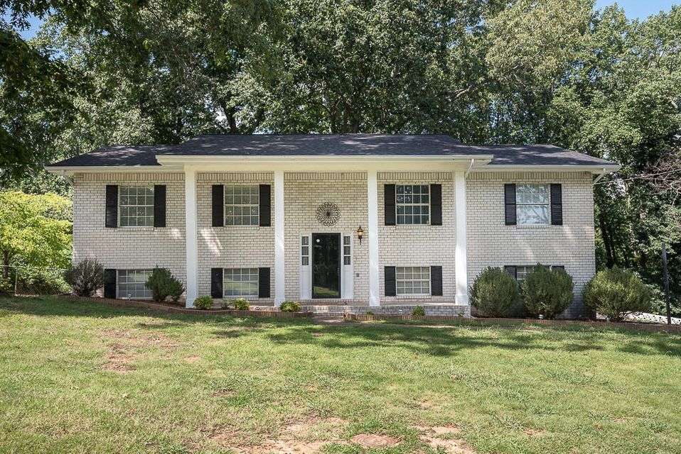 Photo of home for sale at 733 Crestridge, Rossville GA