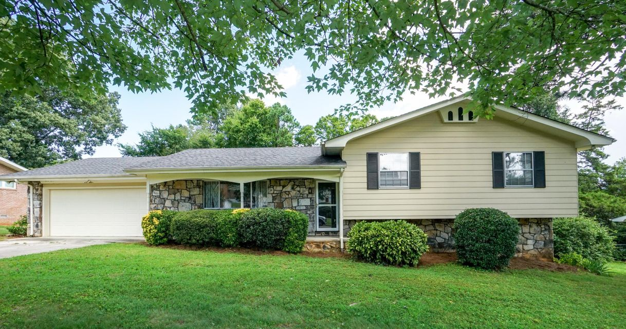 Photo of home for sale at 7317 Kenmoor, Chattanooga TN