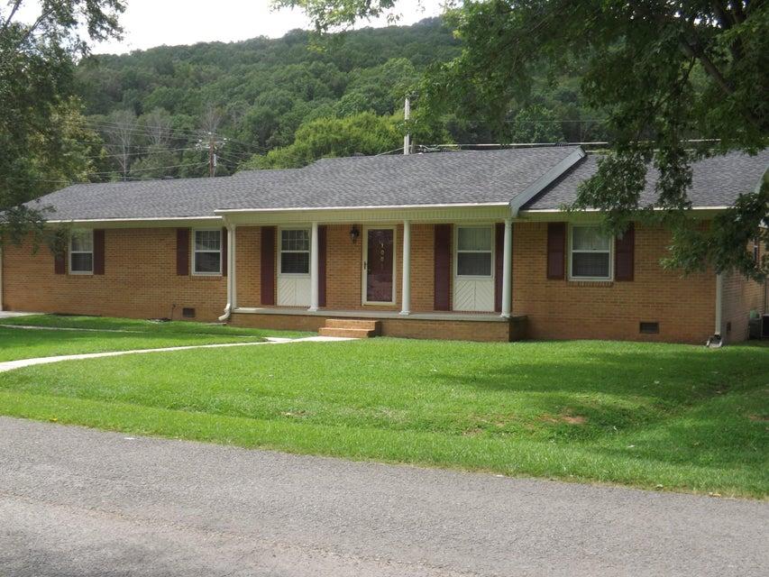Photo of home for sale at 1001 Victoria, Jasper TN