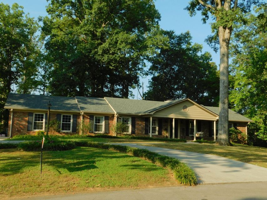 Photo of home for sale at 325 Dogwood Pl, Cleveland TN