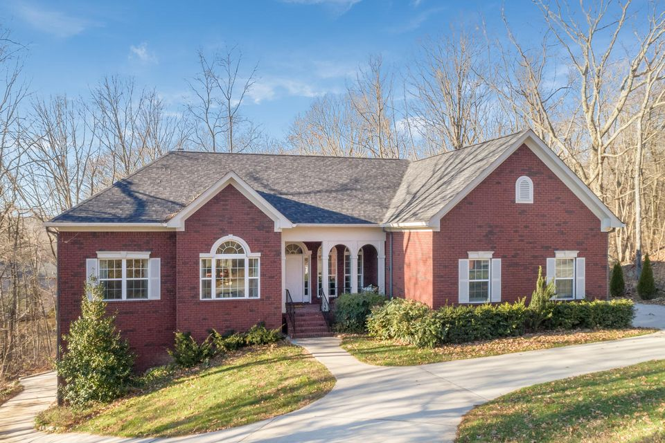 Photo of home for sale at 2405 Fox Run, Signal Mountain TN