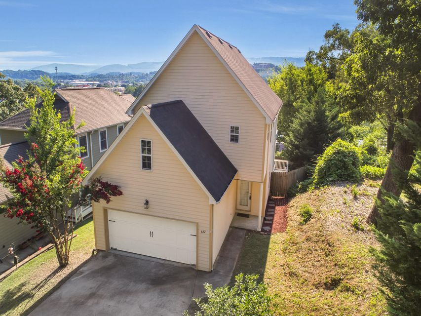 One of Chattanooga 3 Bedroom Homes for Sale at 627  Mckendrick  Ln