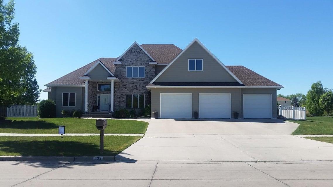 233 RIVERS EDGE DR,GRAND FORKS,North Dakota 58201,6 Bedrooms Bedrooms,4 BathroomsBathrooms,Single Family,RIVERS EDGE DR,16-155