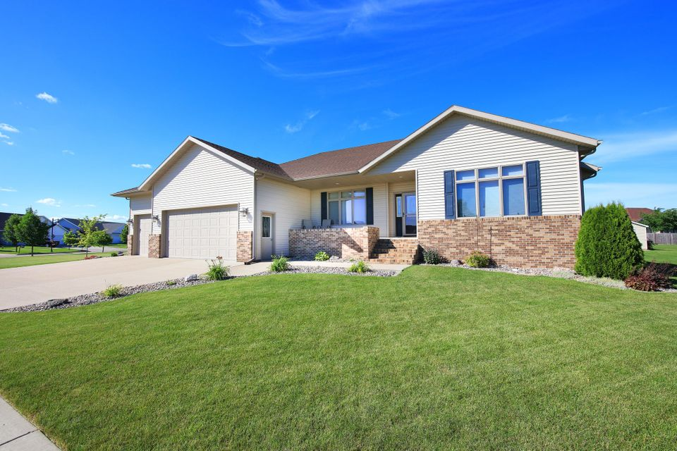 5701 CYPRESS POINT DR,GRAND FORKS,North Dakota 58201,4 Bedrooms Bedrooms,3 BathroomsBathrooms,Single Family,CYPRESS POINT DR,16-1185