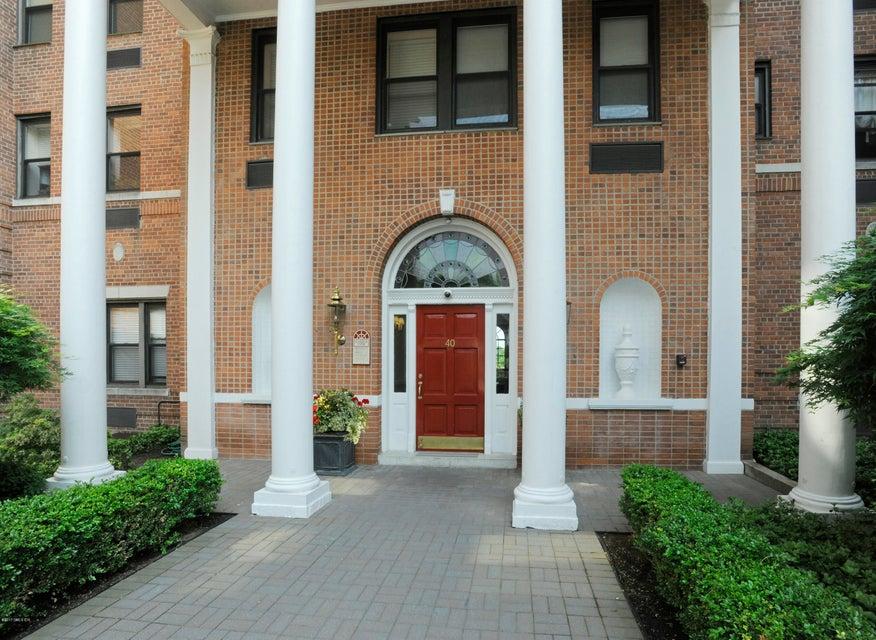 40 W Elm Street, 4m - Greenwich, Connecticut