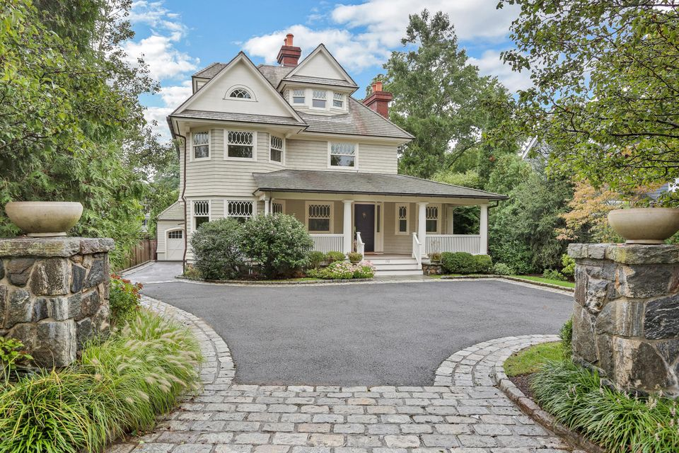 110 Shore Road,Old Greenwich,Connecticut 06870,5 Bedrooms Bedrooms,4 BathroomsBathrooms,Single family,Shore,104520