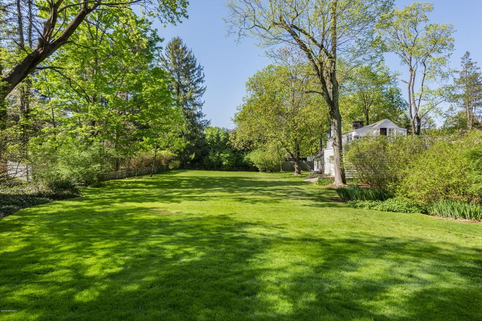 4 Woodside Road,Greenwich,Connecticut 06830,7 Bedrooms Bedrooms,7 BathroomsBathrooms,Woodside,104800