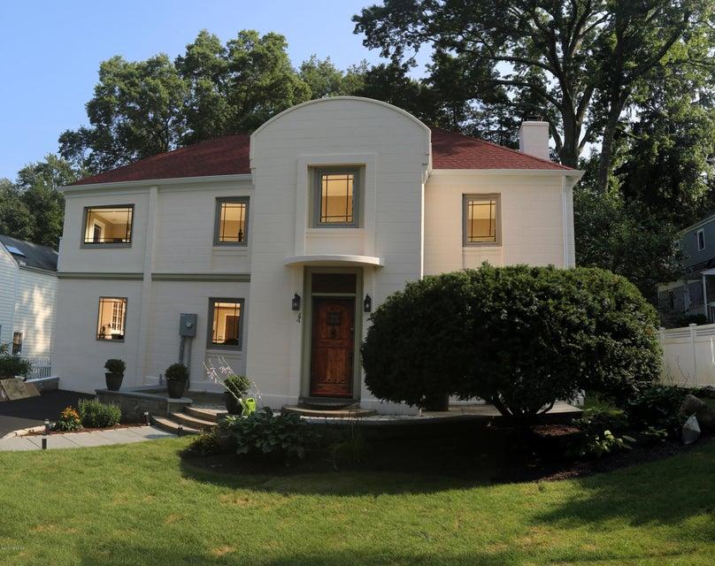 44 Summit Road,Riverside,Connecticut 06878,4 Bedrooms Bedrooms,3 BathroomsBathrooms,Single family,Summit,104854