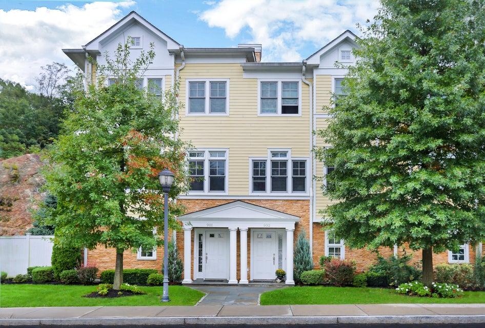 70 Riverdale Avenue,Greenwich,Connecticut 06831,2 Bedrooms Bedrooms,2 BathroomsBathrooms,Condominium,Riverdale,104860