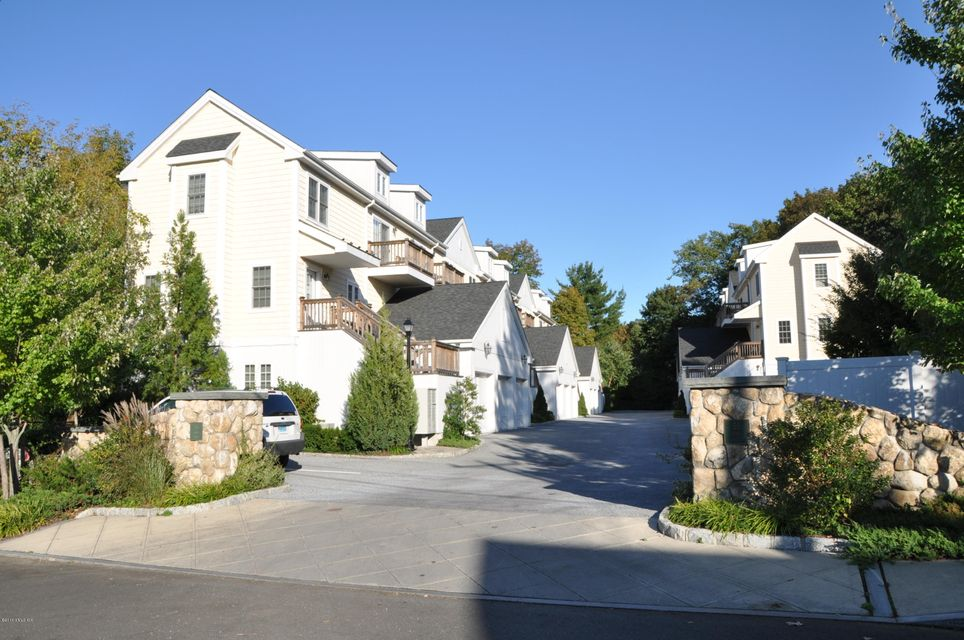 55 Henry Street,Greenwich,Connecticut 06830,2 Bedrooms Bedrooms,1 BathroomBathrooms,Apartment,Henry,104913
