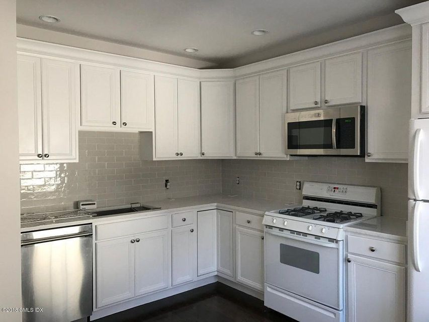 285 Davis Avenue,Greenwich,Connecticut 06830,2 Bedrooms Bedrooms,1 BathroomBathrooms,Apartment,Davis,104883