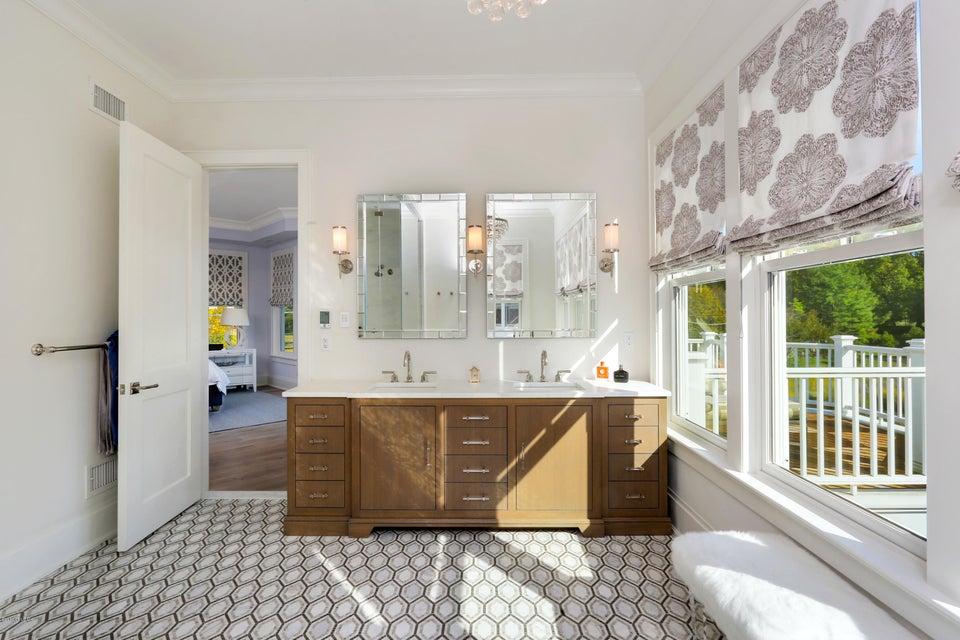 2 Oneida Drive,Greenwich,Connecticut 06830,4 Bedrooms Bedrooms,4 BathroomsBathrooms,Single family,Oneida,104904