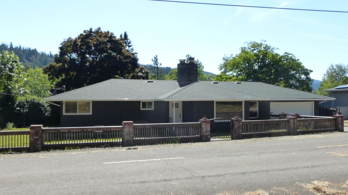 376 Whitmore Avenue, Redway, CA 95560