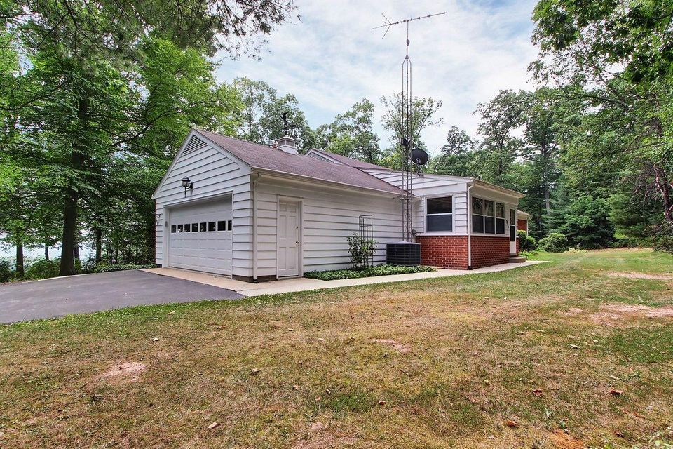 Additional photo for property listing at 725 YELLOW HILL ROAD 725 YELLOW HILL ROAD Biglerville, Pennsylvania 17307 United States
