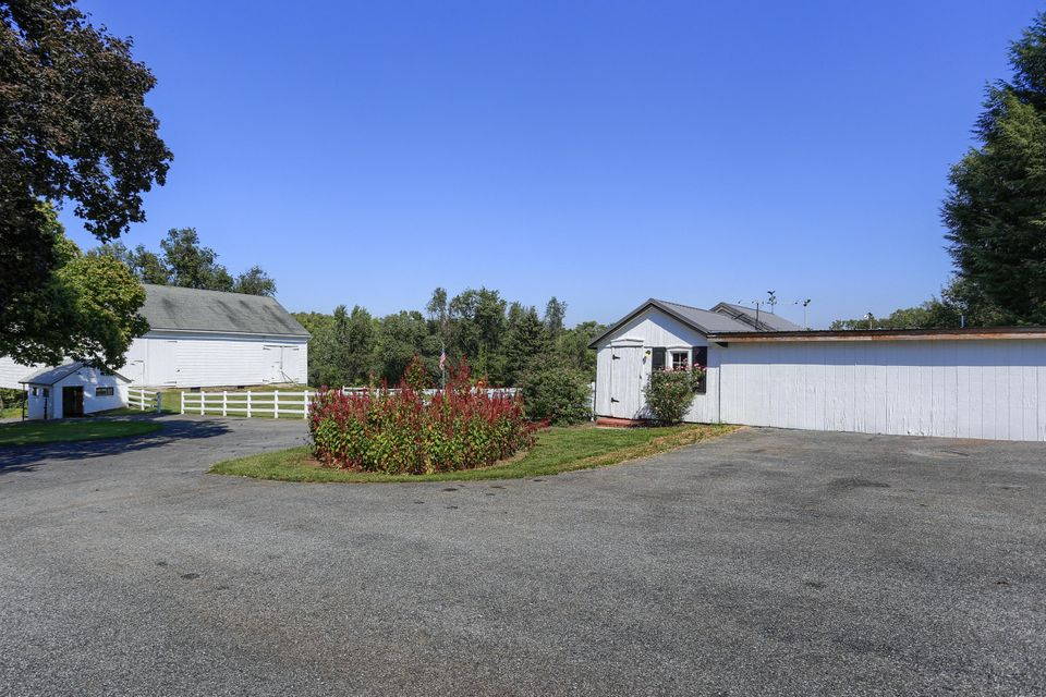Additional photo for property listing at 1996 MILLERSVILLE ROAD 1996 MILLERSVILLE ROAD 兰开斯特, 宾夕法尼亚州 17603 美国