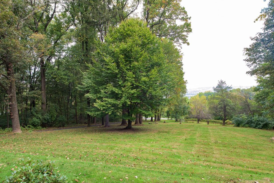 Additional photo for property listing at 143 GALEN HALL ROAD  Wernersville, Pennsylvania 19565 United States