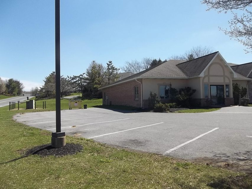 Additional photo for property listing at 924 RUSSELL DRIVE 924 RUSSELL DRIVE Lebanon, Pennsylvania 17042 Estados Unidos