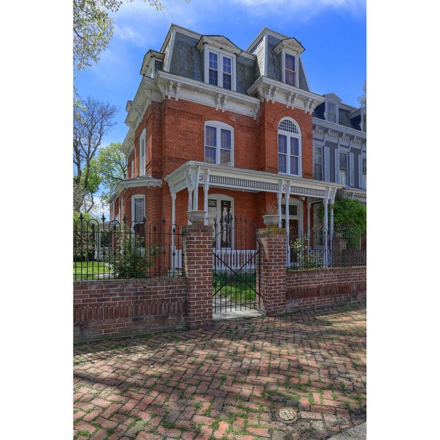 Single Family Home for Sale at 106 2ND STREET 106 2ND STREET Columbia, Pennsylvania 17512 United States