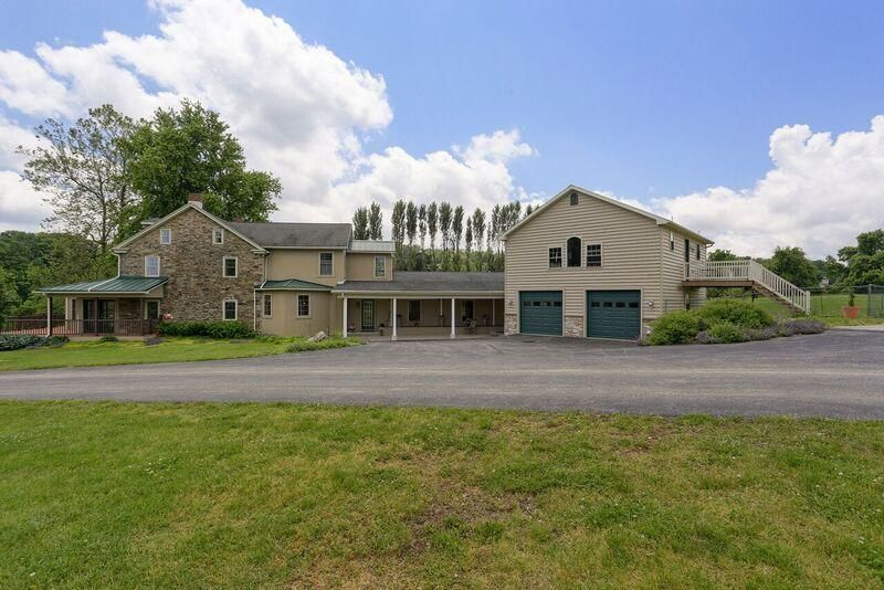 Additional photo for property listing at 325 HUNTZINGER ROAD 325 HUNTZINGER ROAD Wernersville, 賓夕法尼亞州 19565 美國
