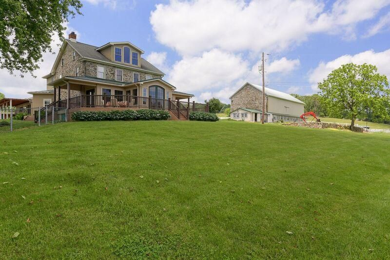 Additional photo for property listing at 325 HUNTZINGER ROAD 325 HUNTZINGER ROAD Wernersville, Pennsylvania 19565 Estados Unidos