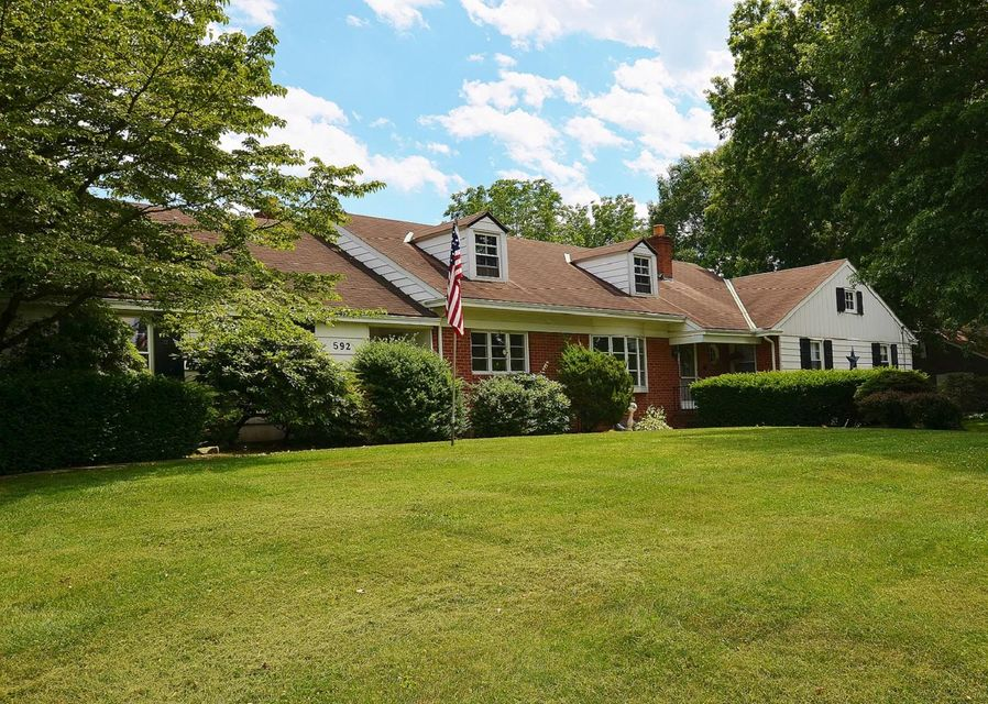 592 VALLEY VIEW DRIVE, NEW HOLLAND, PA 17557